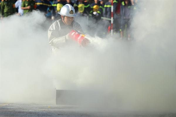 Sử dụng các thiết bị chữa cháy